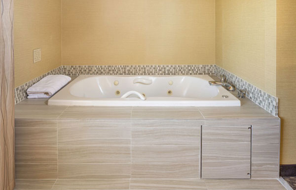 Single King Room with Jacuzzi Tub at Holiday Inn Express Castro Valley